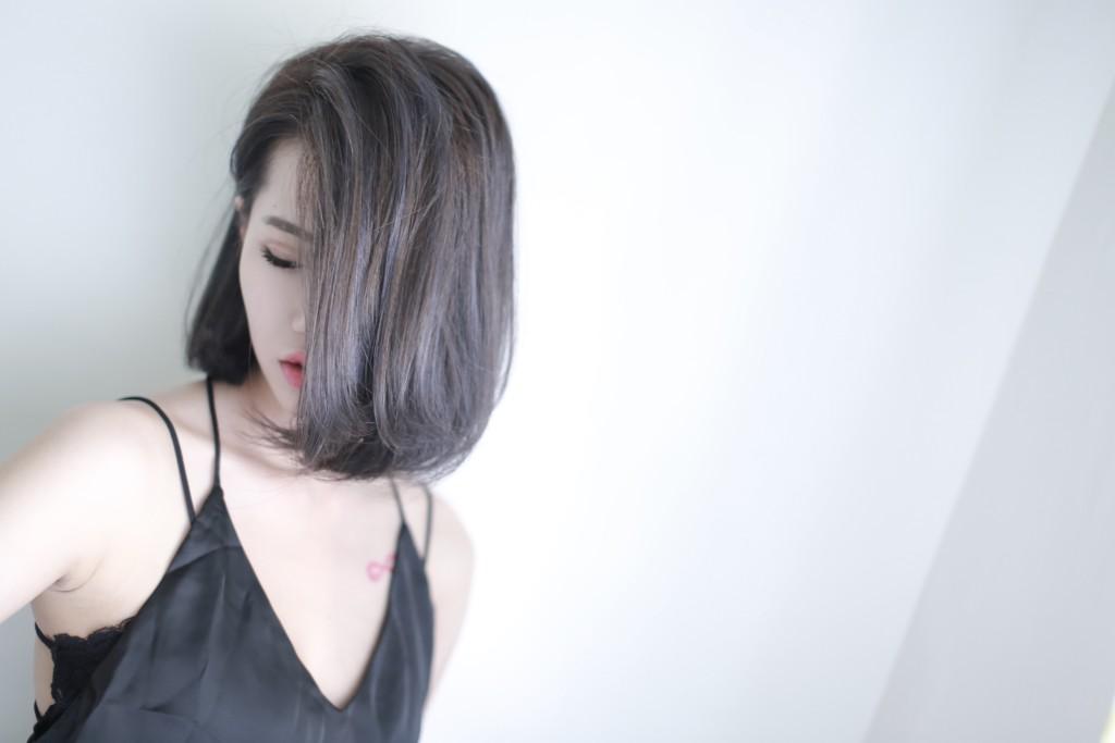 台中染髮推薦 台中髮廊推薦 霧感髮色 灰棕色 挑染 bioaqua元氣美髮