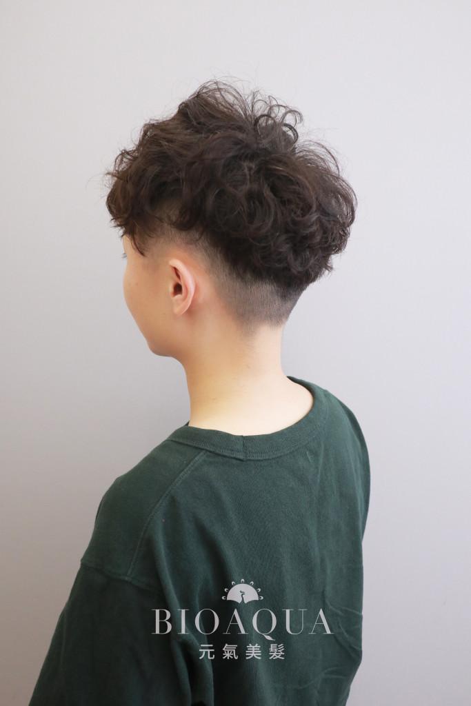 中性風格個性短捲髮 - 台中髮廊 燙髮推薦 元氣美髮